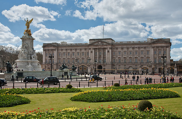 640px-Buckingham_Palace,_London_-_April_2009